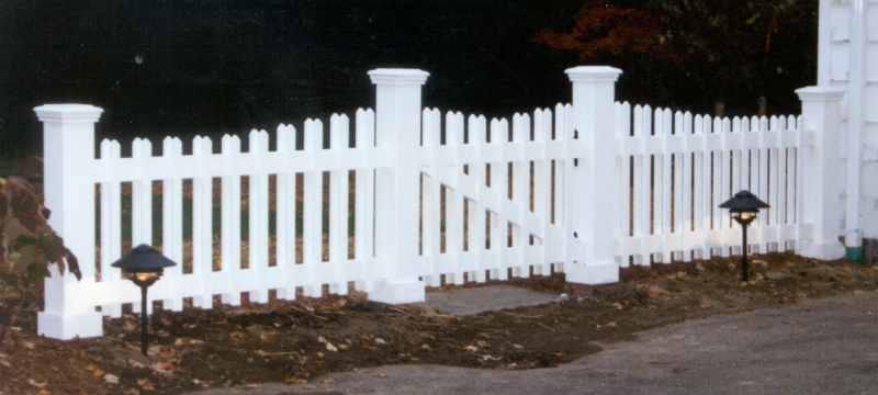 Bryne-residential-landscape-architecture-picket-fence